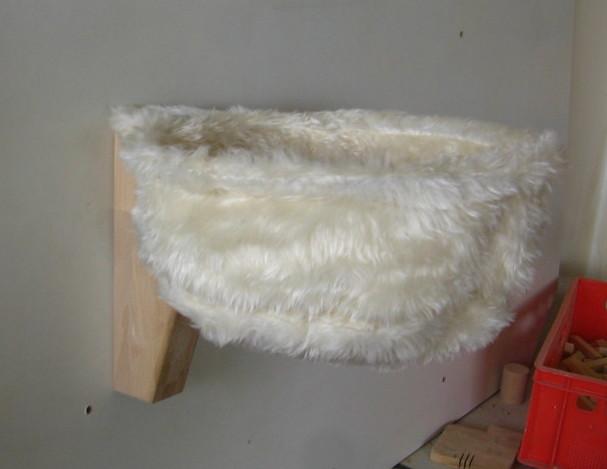 Katzen-Kuschelsack mit Wandhalterung