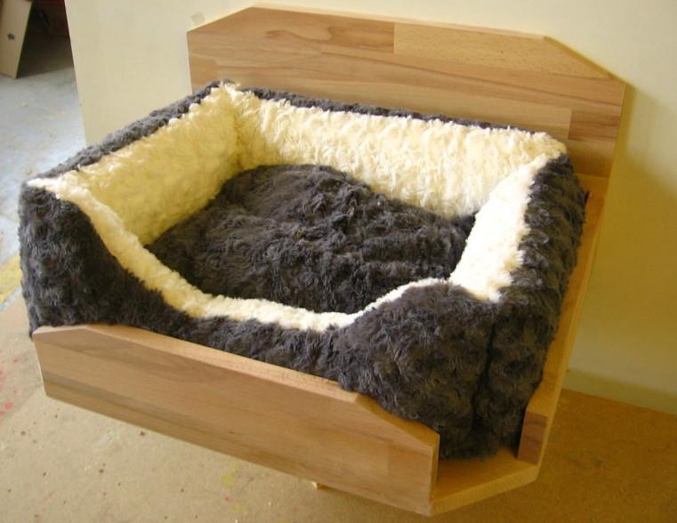 Katzen-Wandbett mit Kissen